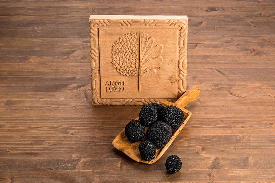 Nấm truffle đen mùa hè là loại vừa túi tiền nhất cho những người muốn trải nghiệm hương vị truffle. Ảnh: Angelozzi